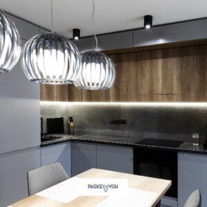 Кухня сучасна з HPL стільницею та матовими фасадами