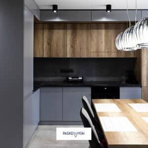 Кухня з обіденною зоною та стіновою панеллю із hpl пластику